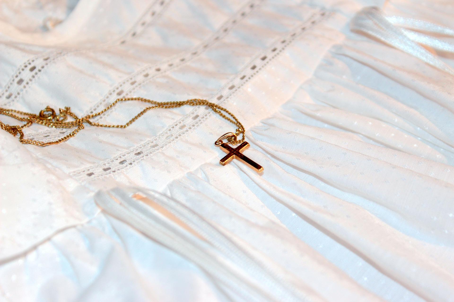 comment choisir une médaille de baptême